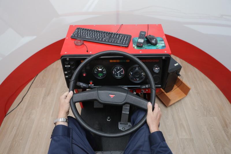 В Новосибирске появился уникальный автотренажер для обучения водителей пожарных машин (фото, видео)
