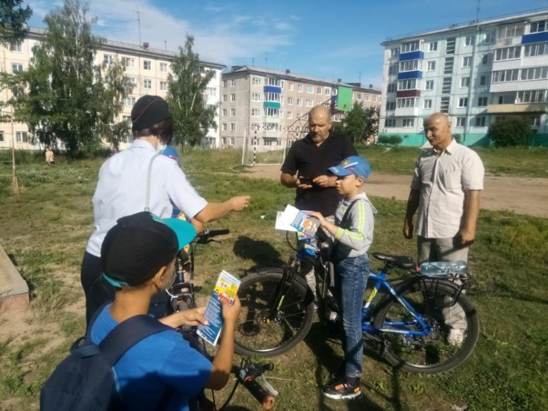 Пожарные извещатели установили в домах многодетных семей в городе Усолье-Сибирское в рамках акции «Безопасность детства»