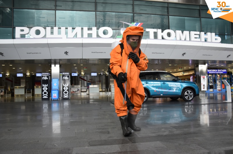 Сотрудники МЧС России провели дезинфекцию аэропорта Рощино