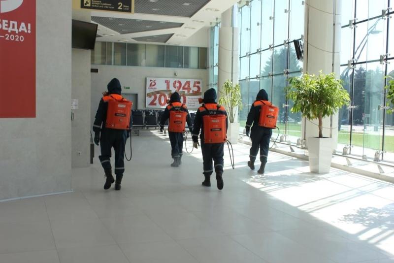 Сотрудники МЧС провели санитарную обработку Международного аэропорта «Белгород»
