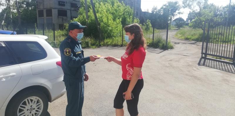 О правилах пожарной безопасности напомнили сотрудники МЧС России жителям Хорольского района