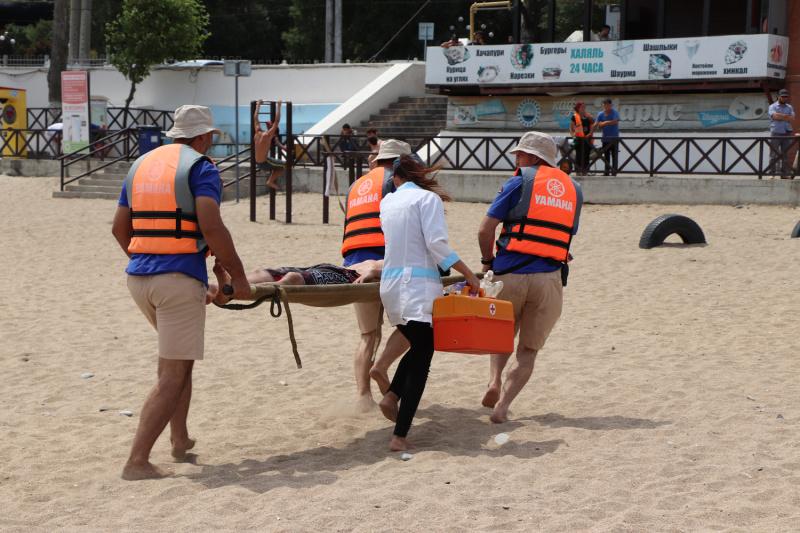 На махачкалинском городском пляже прошло агитационно-профилактическое мероприятие