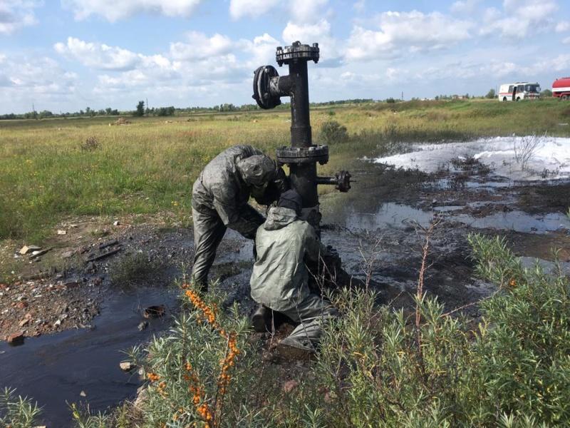 На промплощадке Усольехимпрома устранили течь нефтепродукта с солевой водой, возникшей из-за порыва трубы