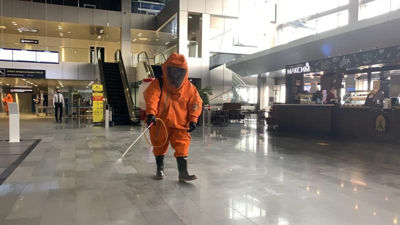 Сотрудники Главного управления МЧС России по Тюменской области провели дезинфекцию аэропорта Рощино