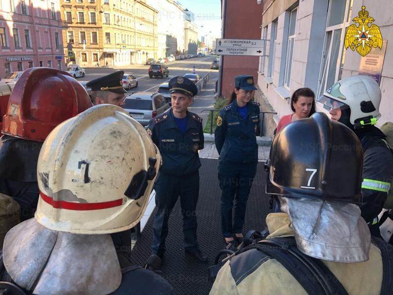 В школе № 167 Центрального района прошла тренировка спасателей