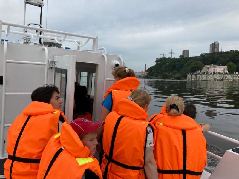 Для ребят с ограниченными возможностями хабаровские инспекторы ГИМС провели познавательное занятие о безопасности на воде