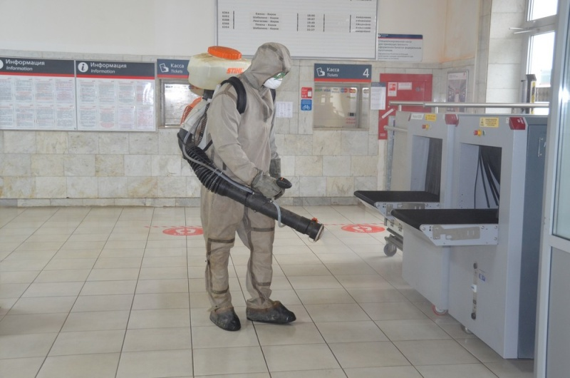 Кировские спасатели вновь провели дезинфекцию железнодорожного вокзала