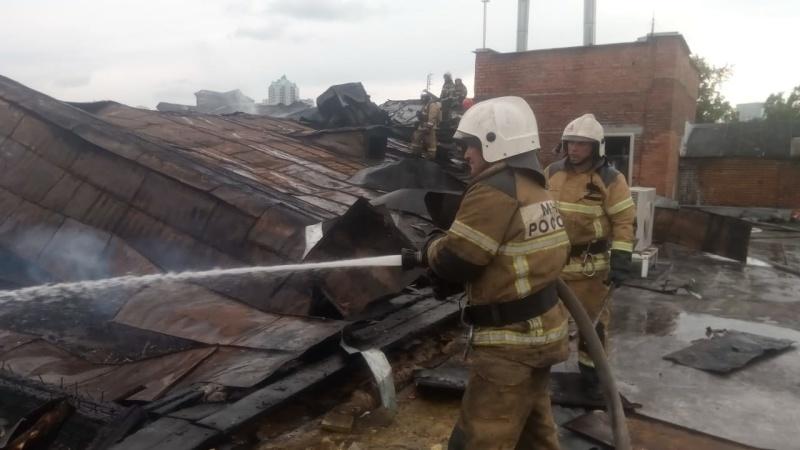 Огнеборцы справились с огнем на хлебомакаронном комбинате в Екатеринбурге (ВИДЕО,СИНХРОН)