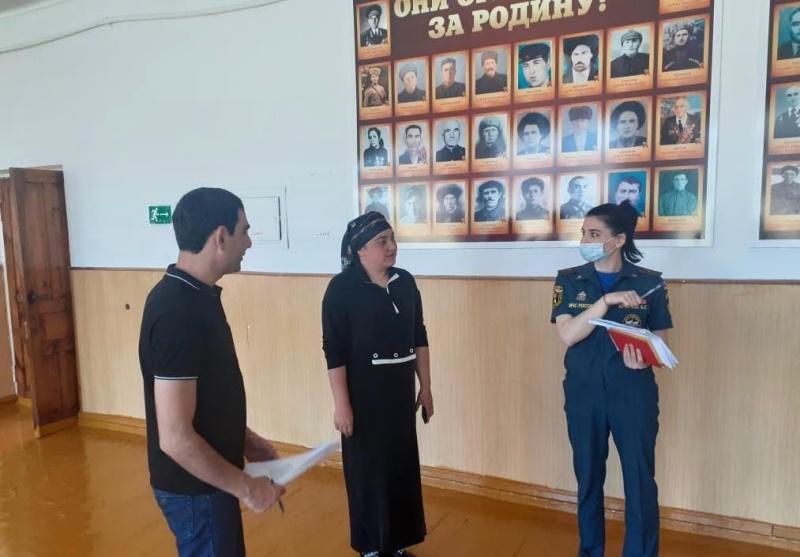 Сотрудники МЧС проводят проверки состояния пожарной безопасности избирательных участков