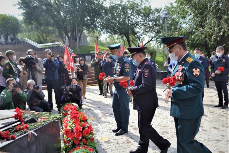 Начальник Главного управления МЧС России по Республике Бурятия Александр Марков принял участие в памятных мероприятиях