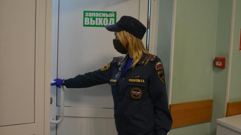 В преддверии Единого дня голосования сотрудники госпожнадзора проверяют избирательные участки