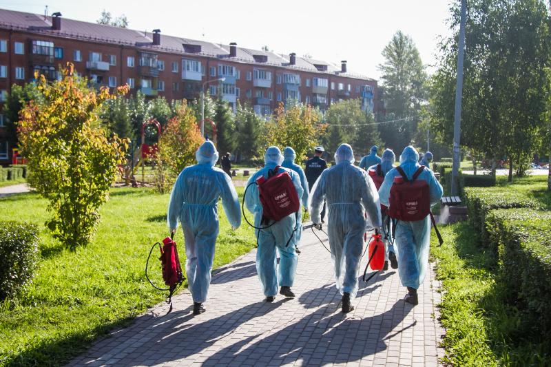 Сотрудники МЧС России продолжают дезинфекцию городских объектов