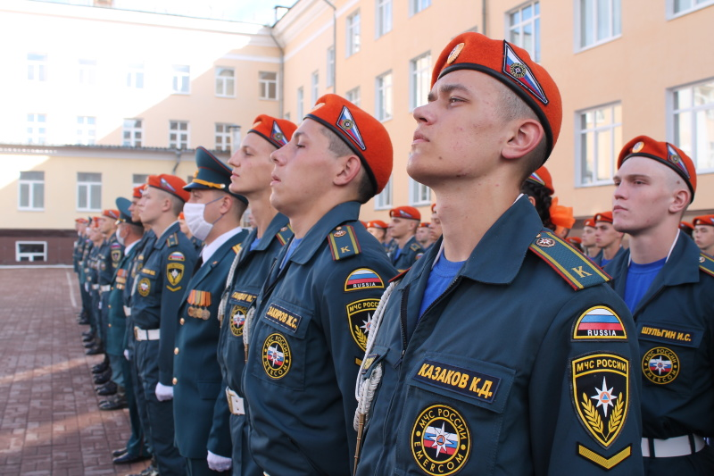 Начальник Главного управления Виктор Теряев поздравил курсантов МЧС России с принятием Присяги