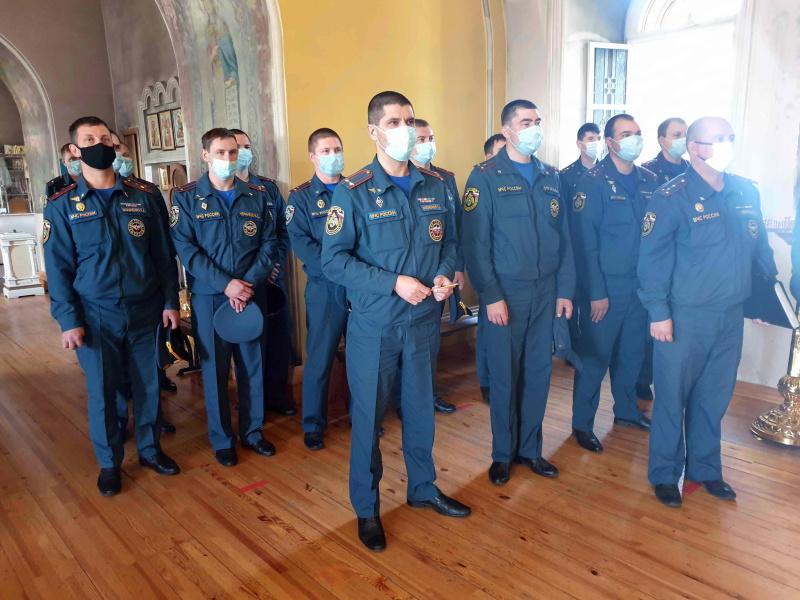 Сотрудники МЧС России приняли участие в благодарственном молебне в честь образа Божией Матери «Неопалимая Купина»