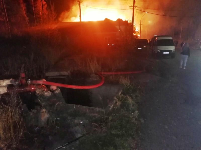 4 человека спасены на пожаре в городе Ангарске накануне днём. Обстановка с техногенными пожарами в Иркутской области