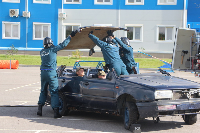 Посвящение в кадеты прошли ученики хабаровской Школы МЧС в Амурском спасательном центре