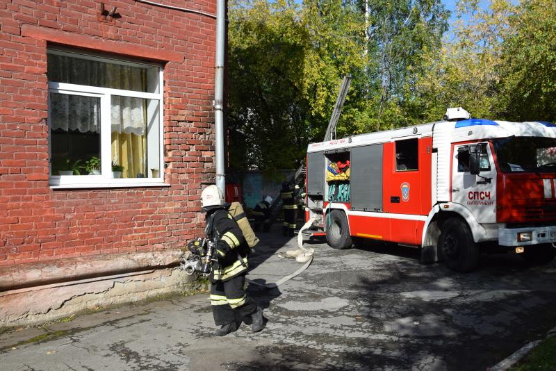 «Пожарная тревога!»: в коррекционной школе Екатеринбурга прошло пожарно-техническое занятие