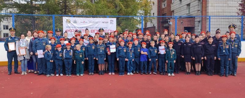 Томские пожарные вместе с учащимися Мирненской средней школы приняли участие в военно-спортивном празднике «Кадеты, вперед!»