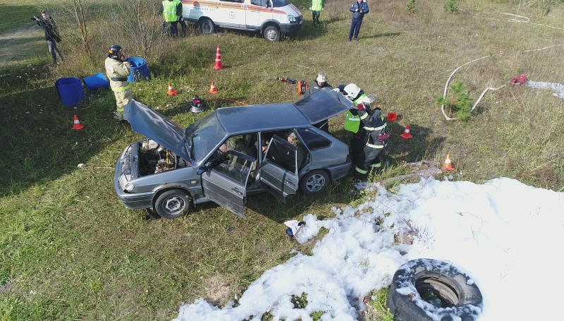 «17 раненых и 3 погибших»: в Володарском районе сотрудники МЧС провели учения по ликвидации последствий ДТП