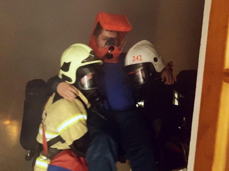 Свердловские огнеборцы отработали действия в случае пожара в кинотеатрах