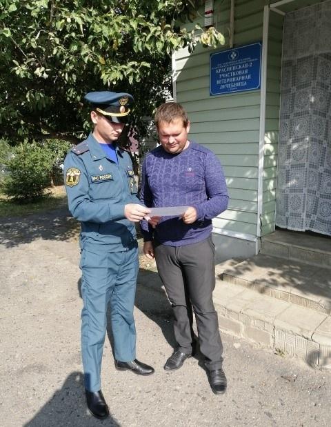 В Красненском районе сотрудники МЧС провели инструктаж по технике пожарной безопасности