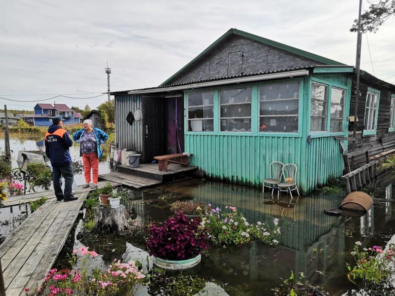 Вода начала уходить из жилых домов и приусадебных  участков в Хабаровске