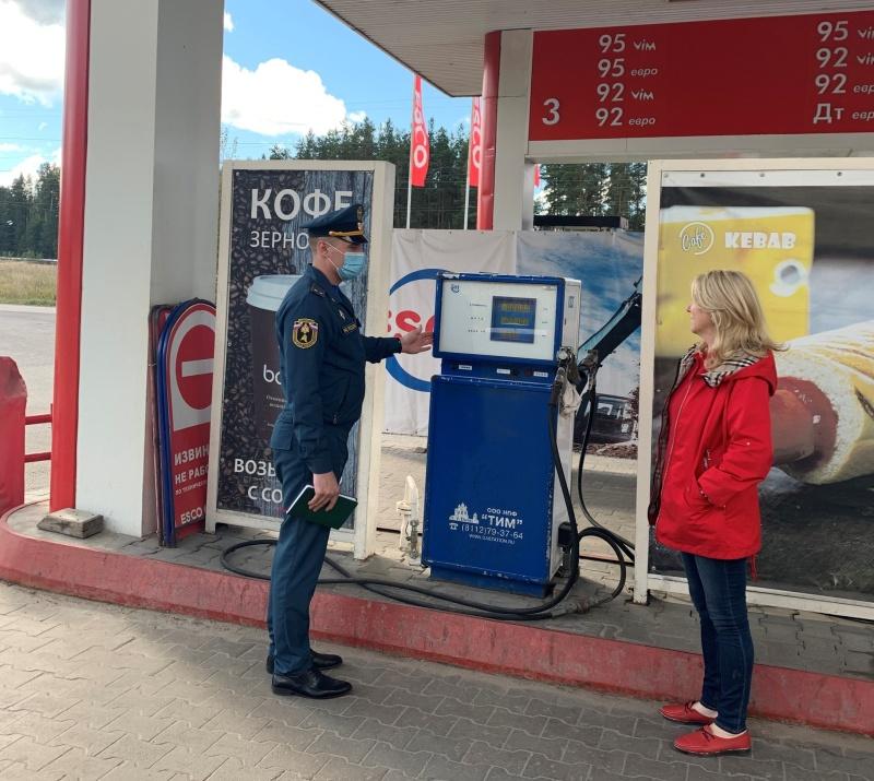 Сотрудники МЧС провели профилактические мероприятия на автомобильных газозаправочных станциях