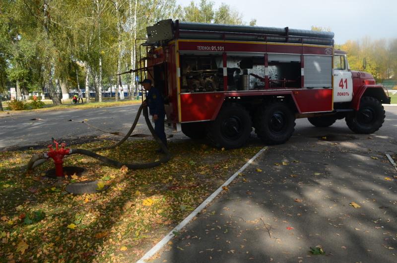 Огнеборцы ликвидировали условный пожар в торговом центре «Люкс»  Брасовского района