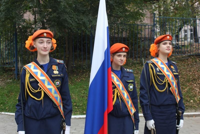 В Хабаровской Школе МЧС прошла торжественная церемония посвящения в кадеты