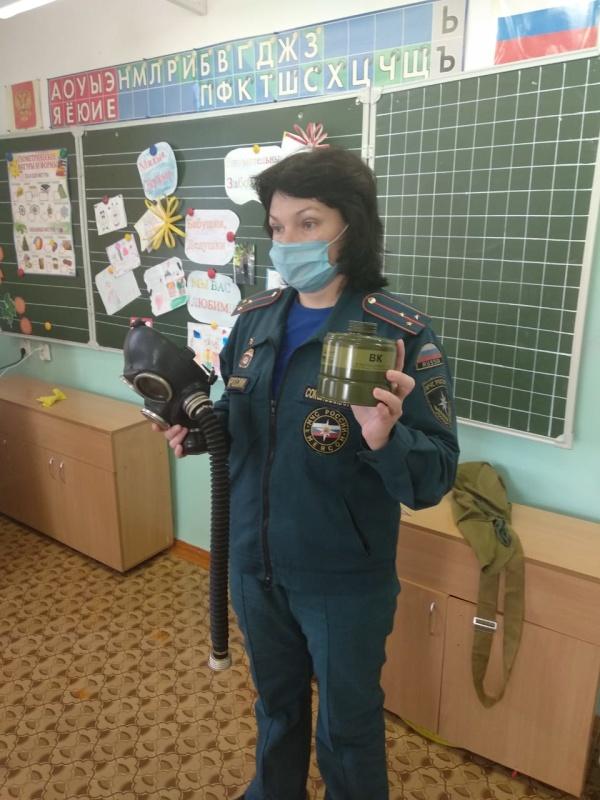 Спасатели проводят в школах Свердловской области уроки по ОБЖ