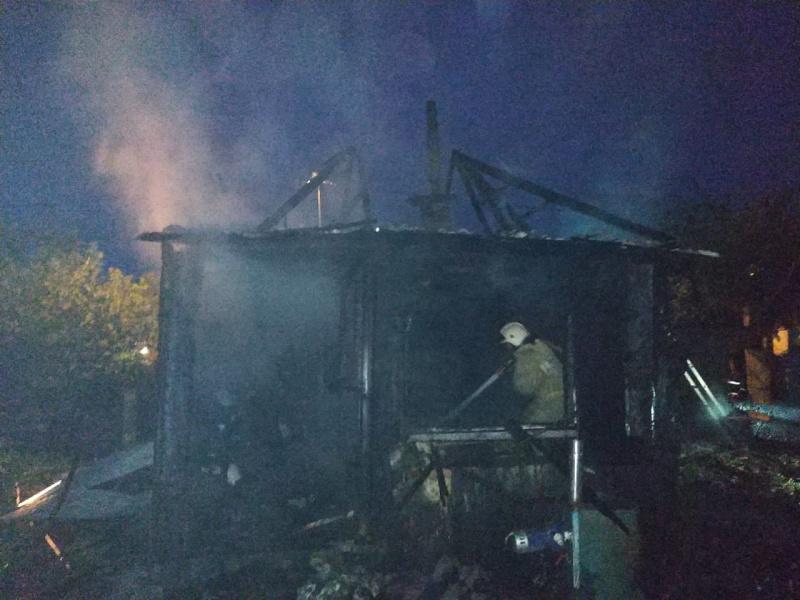 В Усть-Абаканском районе пожарные спасли пенсионера из горящего дома
