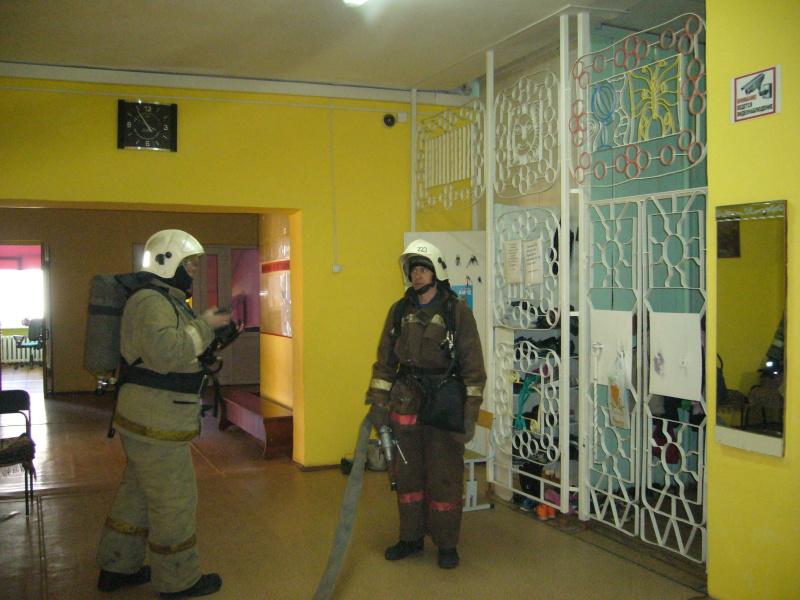 В шкoлах Свердловской области отрабатывают действия при пожаре