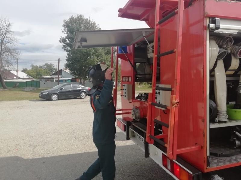 Огнеборцы провели пожарно-тактические учения на базе районного отдела Федеральной службы судебных приставов по КЧР