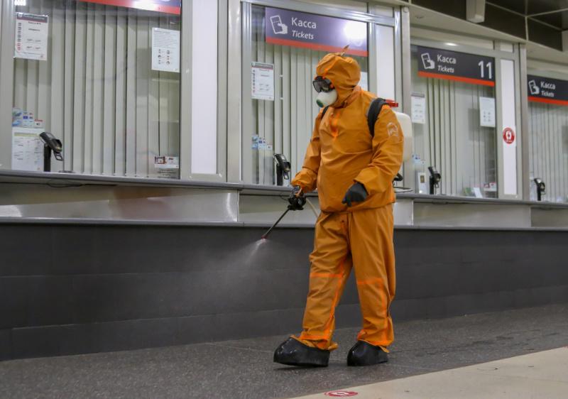 Петербургские спасатели провели дезинфекцию Финляндского вокзала