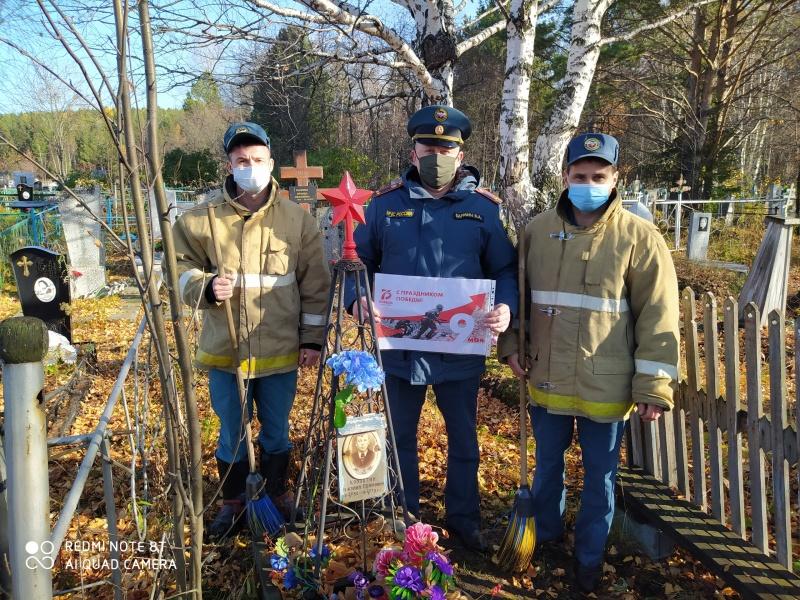 Спасатели пополняют копилку добрых дел и дарят радость населению
