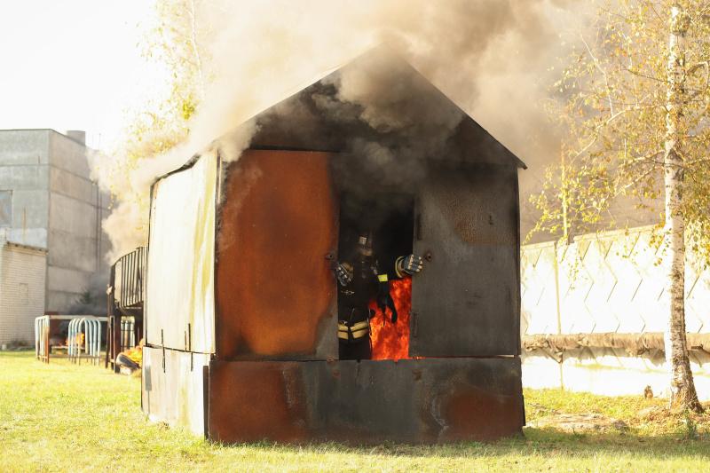 Брянские газодымозащитники повышают уровень профессионального мастерства на огневой полосе психологической подготовки