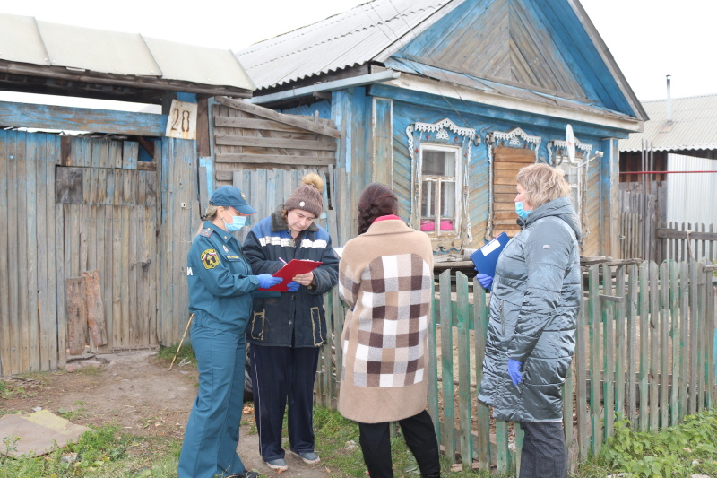 Свердловские спасатели вышли в рейды по семьям соцриска
