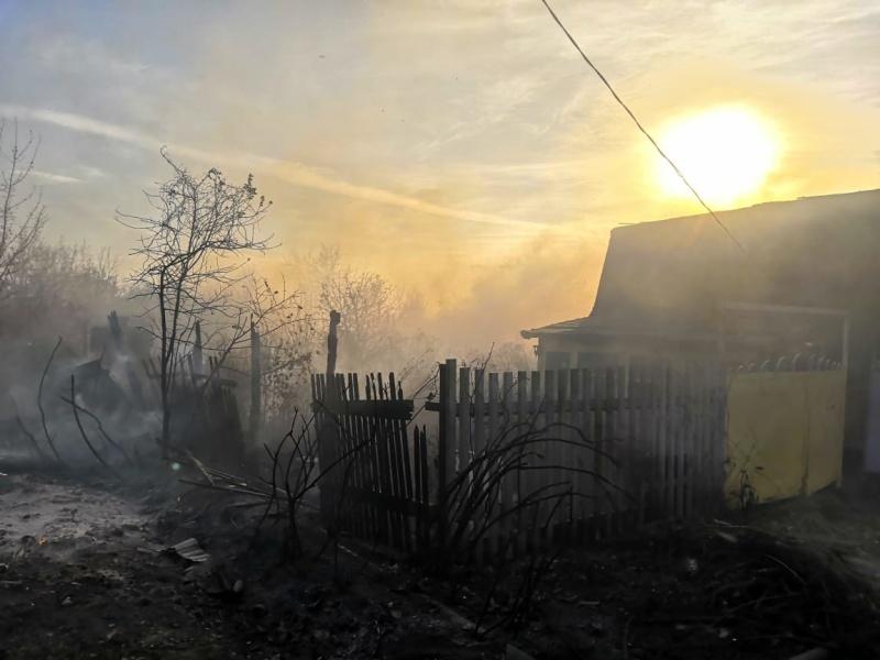 За прошедшие сутки пожарно-спасательные подразделения ликвидировали несколько пожаров повышенной сложности