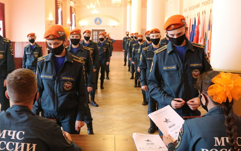 8 сотрудников МЧС России стали победителями «Диктанта Победы»