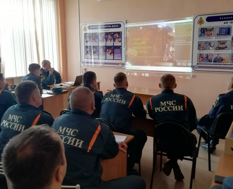 Хабаровские пожарные провели учебный семинар по отработке практических действий звена газодымозащитной службы при пожаре