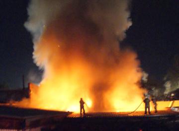 Два пожара за сутки ликвидировали огнеборцы Абакана