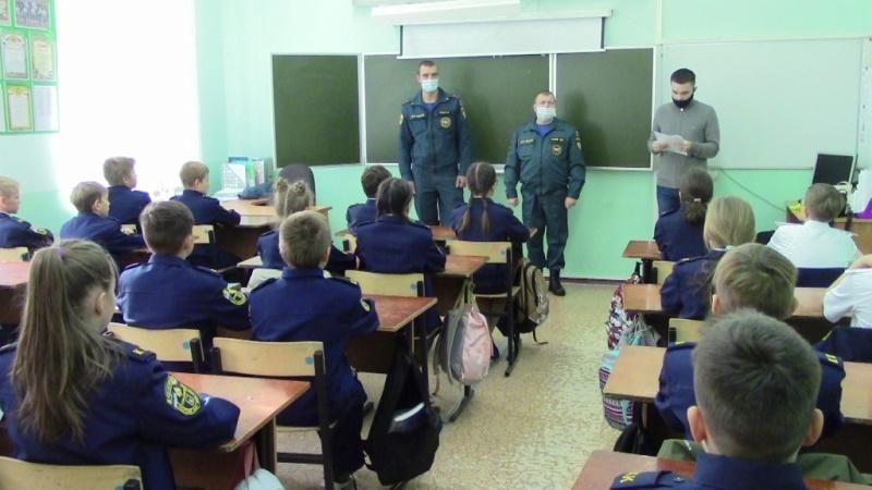 О буднях сотрудников МЧС белгородским кадетам рассказали пожарные – финалисты регионального конкурса достижений «Наша гордость»