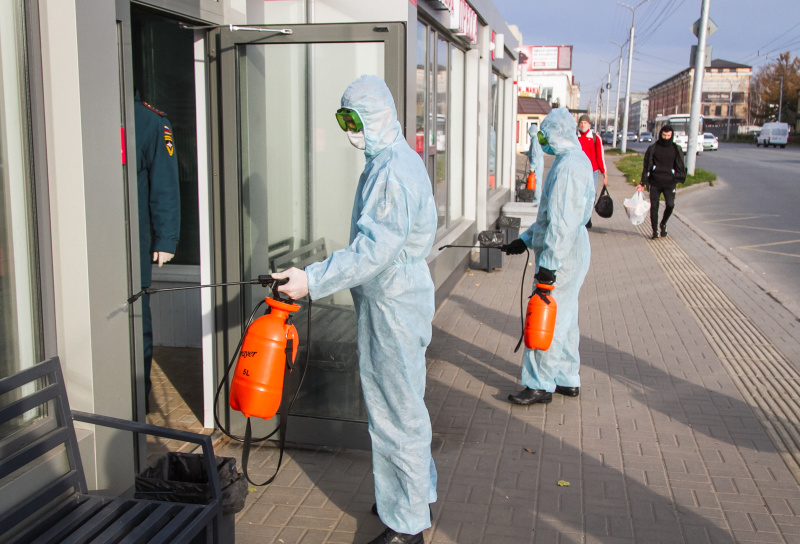 Сотрудники МЧС продолжают проводить дезинфекцию объектов транспортной инфраструктуры