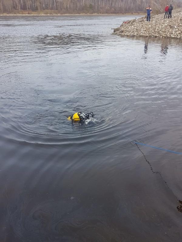Водолазы пожарно-спасательной службы Иркутской области проводят поисковые работы на Братском водохранилище