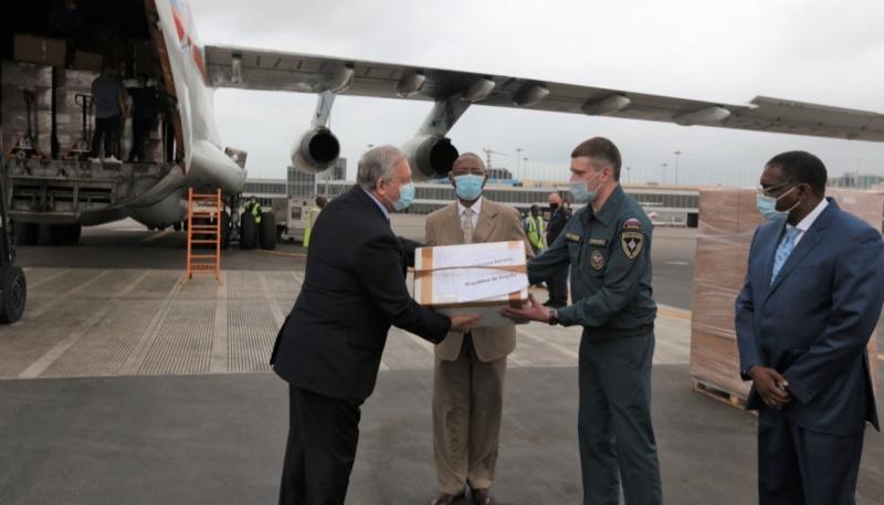 Борт МЧС России доставил гуманитарную помощь в Анголу и Кабо-Верде