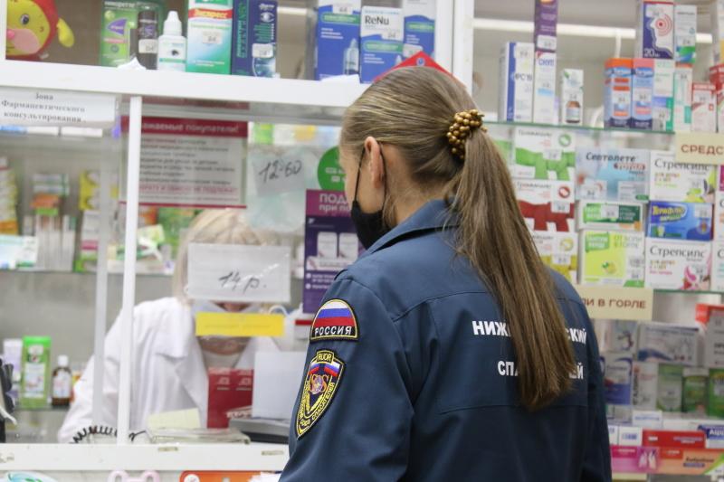 #30добрыхдел: волонтеры студенческого корпуса спасателей вместе с сотрудниками МЧС помогают пожилым нижегородцам
