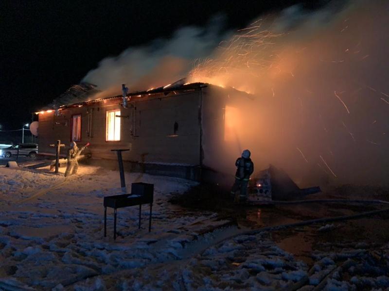 Дознаватели МЧС России проводят проверку по факту трагического пожара в Намском районе