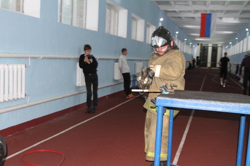 Лучшую команду юных спасателей поздравил руководитель регионального главка МЧС России и министр образования Новосибирской области