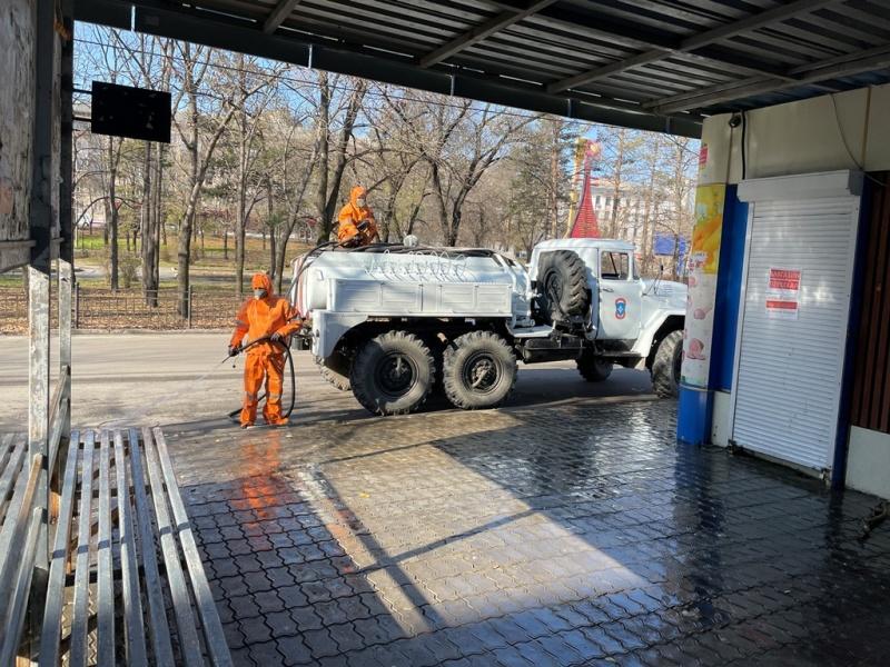 Подразделения МЧС России продолжают дезинфекцию на улицах города Хабаровска