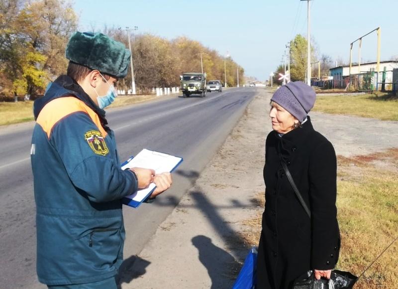 Сотрудники МЧС продолжают проводить профилактическую работу с жителями региона
